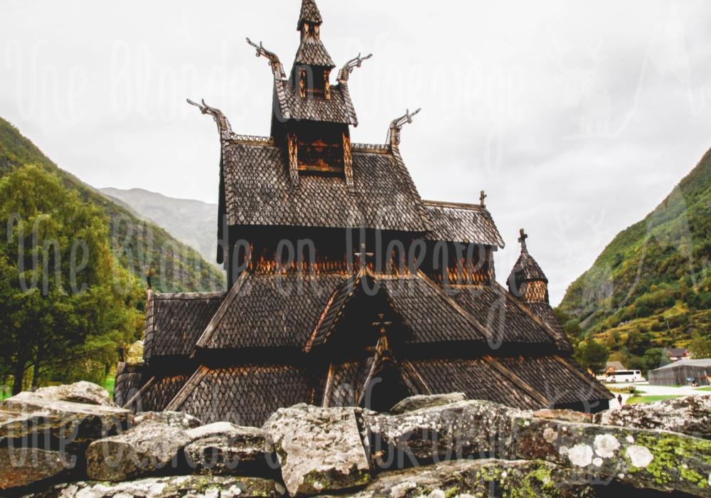 Toit de l'église en bois debout de Borgund