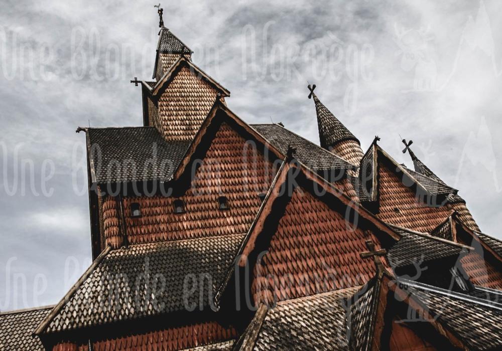 Toit de l'église en bois debout de Heddal